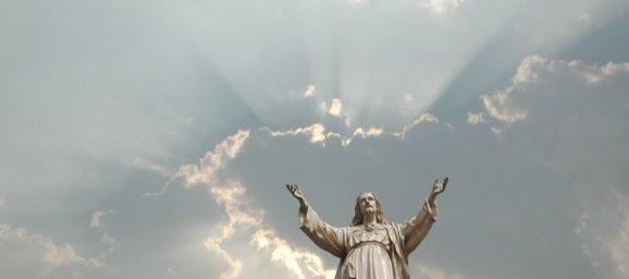 Kristus elab!